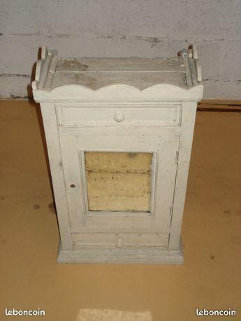 Petite armoire vintage avec petite vitre à restaurer légèrem 0 Mérignies (59)