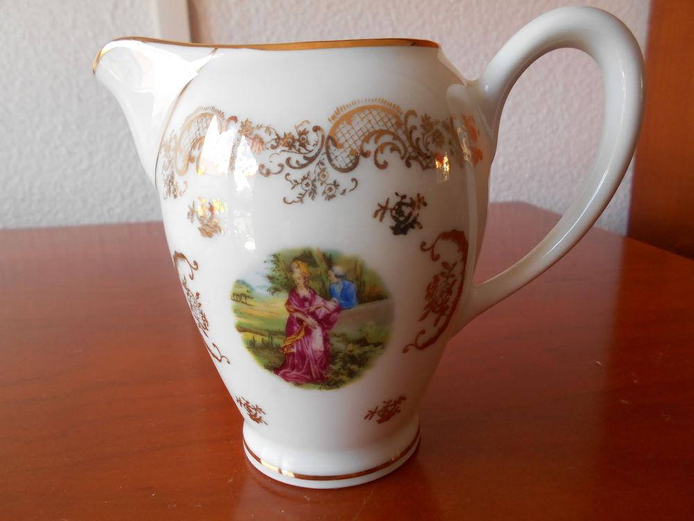 Petite cruche ancienne en porcelaine   10 Échenoz-la-Méline (70)