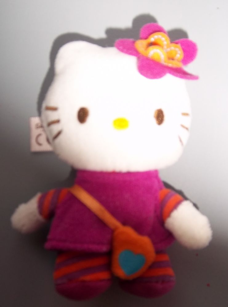 petite peluche Hello Kitty 10 cm 4 Colombier-Fontaine (25)