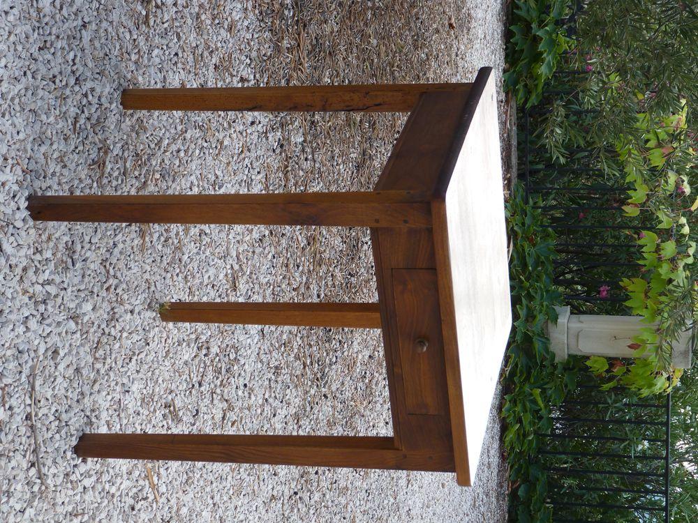 petite table ancienne en noyer  60 La Valette-du-Var (83)