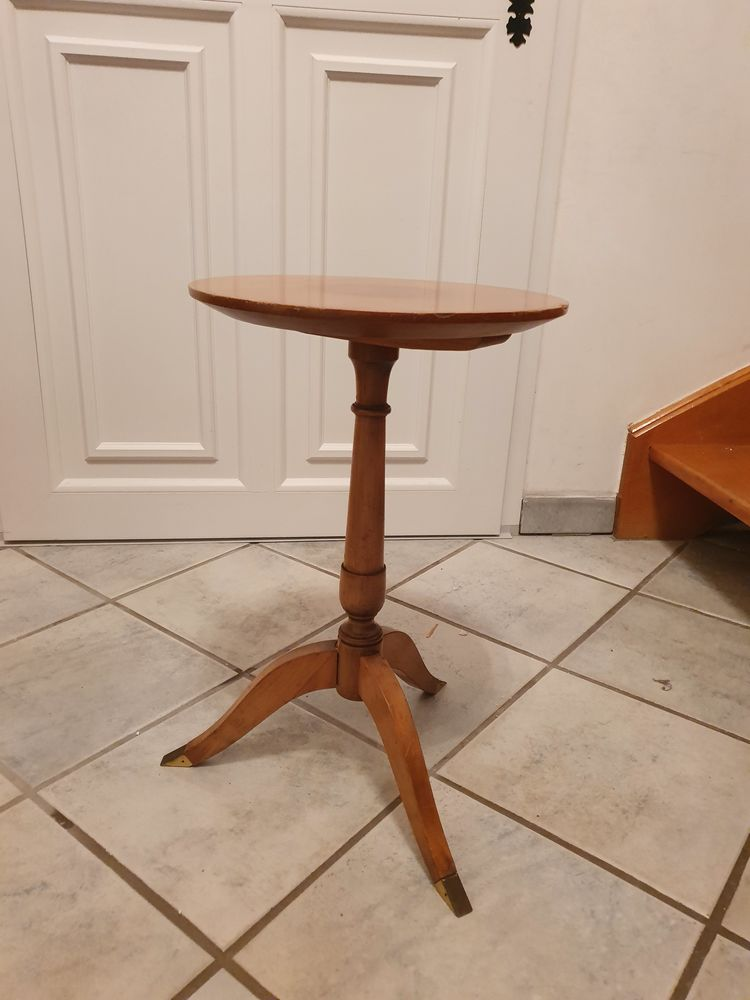 Petite table d'appoint à rénover 10 Vaux-le-Pénil (77)