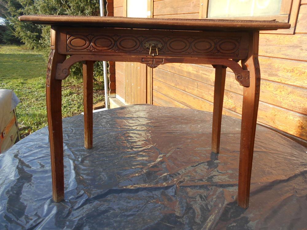 PETITE TABLE bois sculpté 37 Dammarie-les-Lys (77)