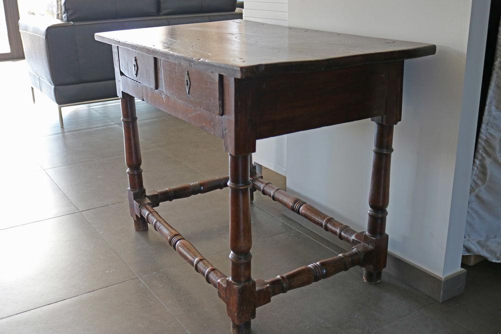 Petite table en chêne fin XVIe / courant XVIIe 430 Fillinges (74)