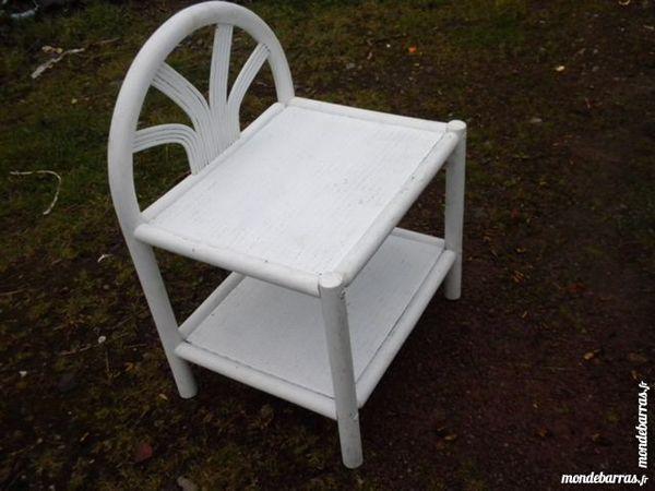 Petite table de chevet LIVREE 15 Aubrometz (62)