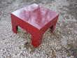 Petite table cube rouge Meubles