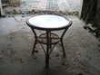 PETITE TABLE PIETEMENT EN ROTIN Meubles