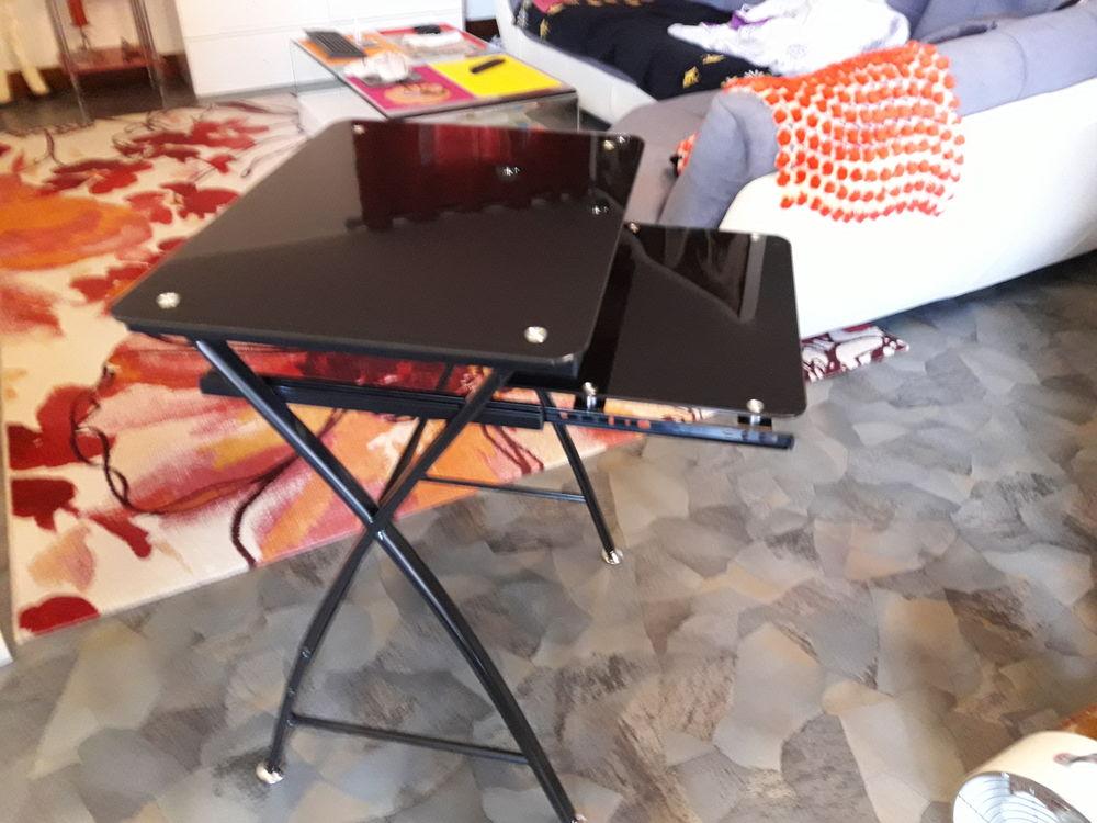Petite table pour PC 30 La Trinité (06)