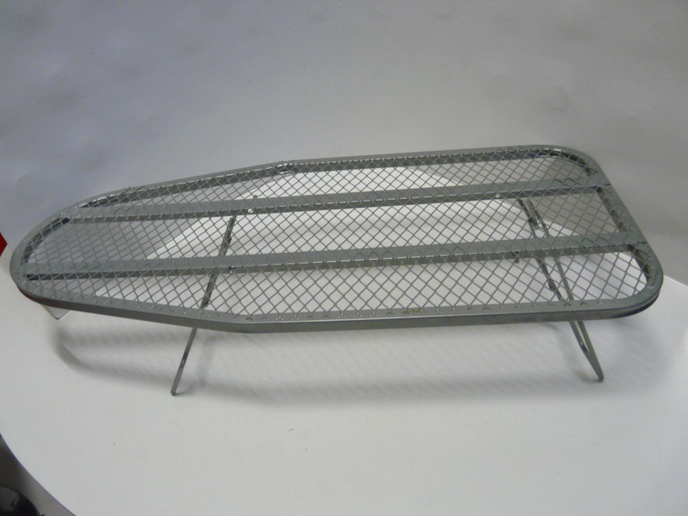 PETITE TABLE A  REPASSER métallique pour poser sur une table 19 Lille (59)