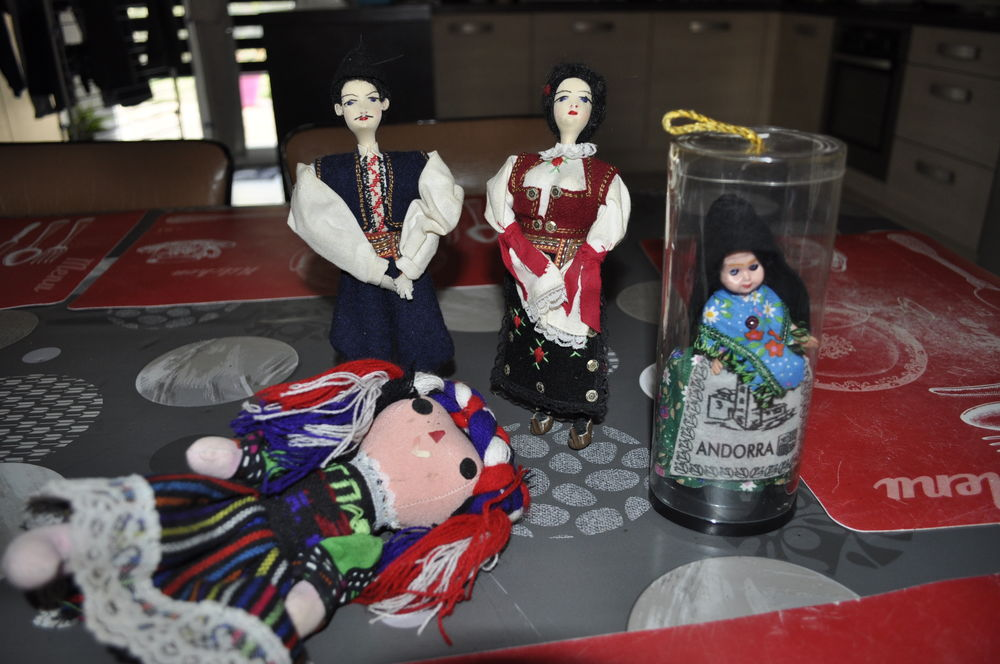 Petites figurines et poupées  5 Perreuil (71)