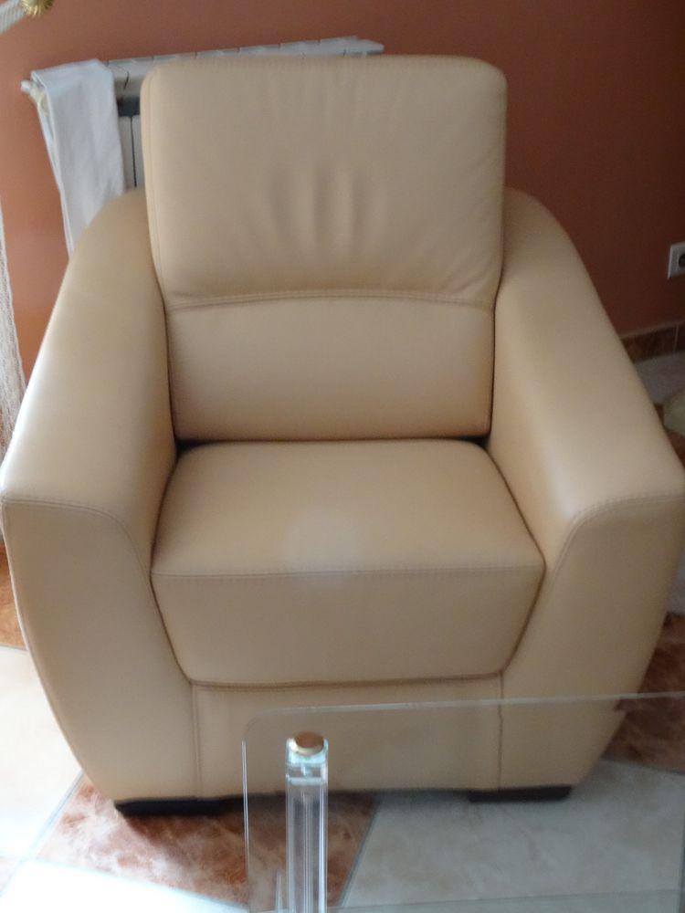 Petits fauteuils  1000 Sainte-Anastasie-sur-Issole (83)