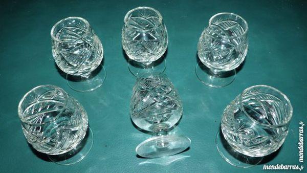 6 petits verres à pied cristal taillé 13 Écuisses (71)