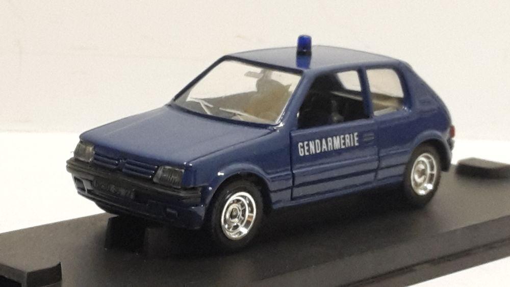 Peugeot 205 Gendarmerie 22 Follainville-Dennemont (78)