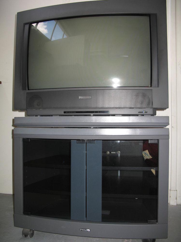 TV PHILIPS 70 cm 100Hz 16/9e avec meuble 90 Fontenay-aux-Roses (92)