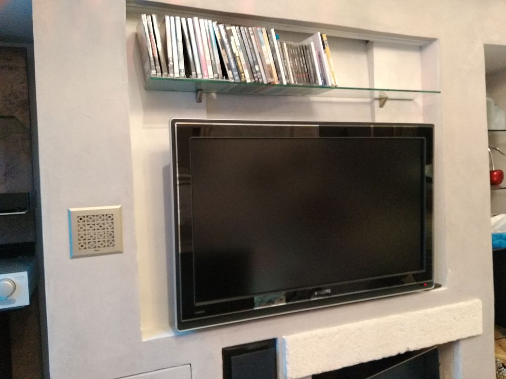 TV LCD PHILIPS 42 CINEO Ambilight. Full HD 95 Les Olives (13)