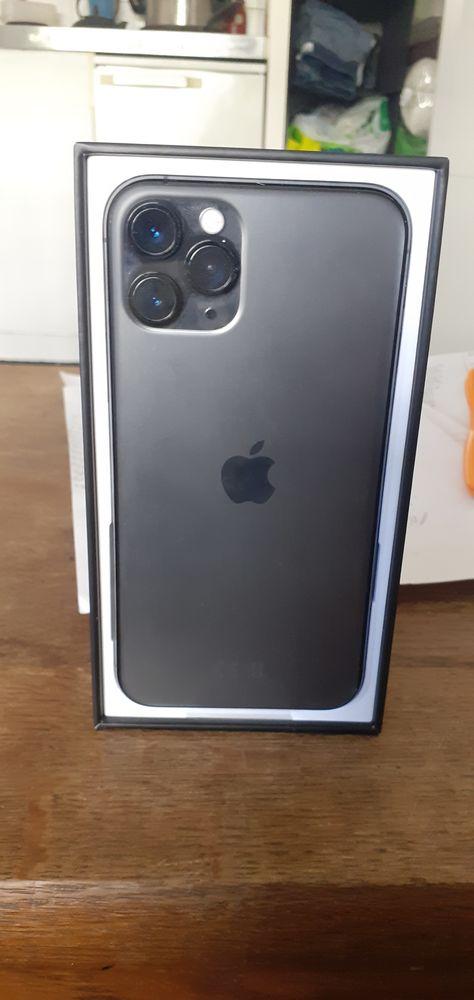 I phone 11 pro Téléphones et tablettes