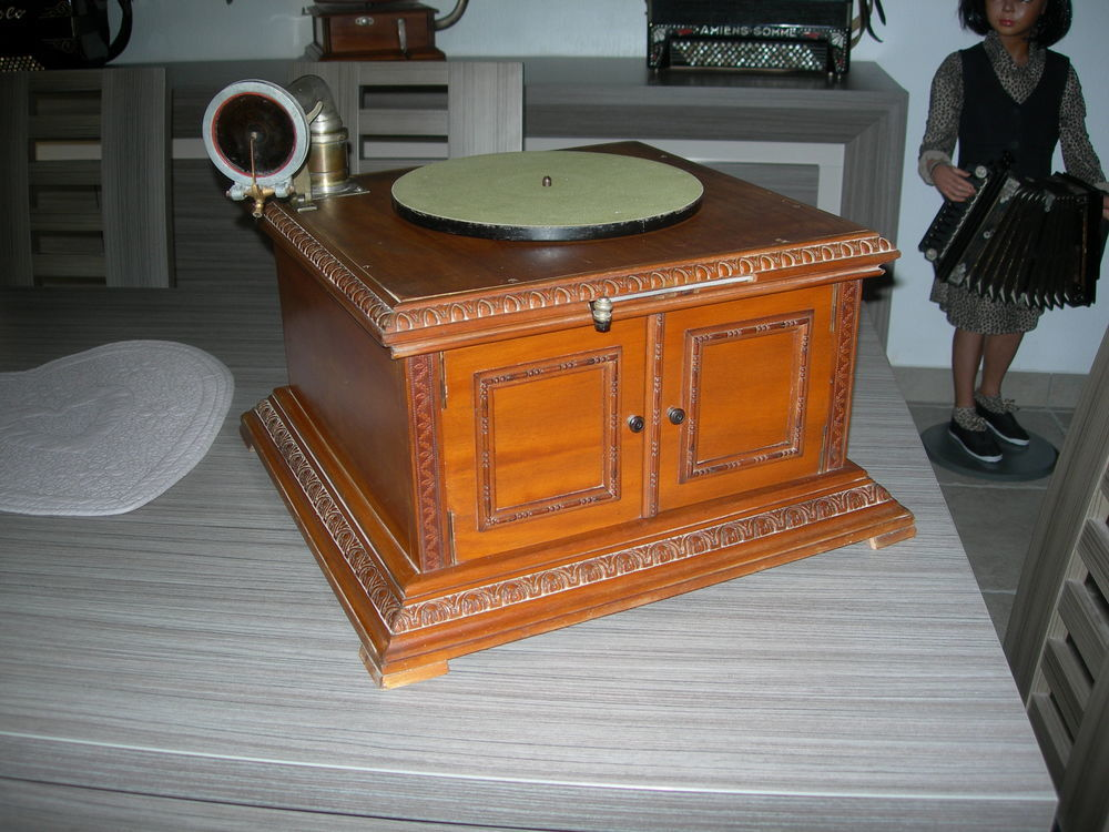 Phonographe Gramophone PATHE  230 Gignac-la-Nerthe (13)