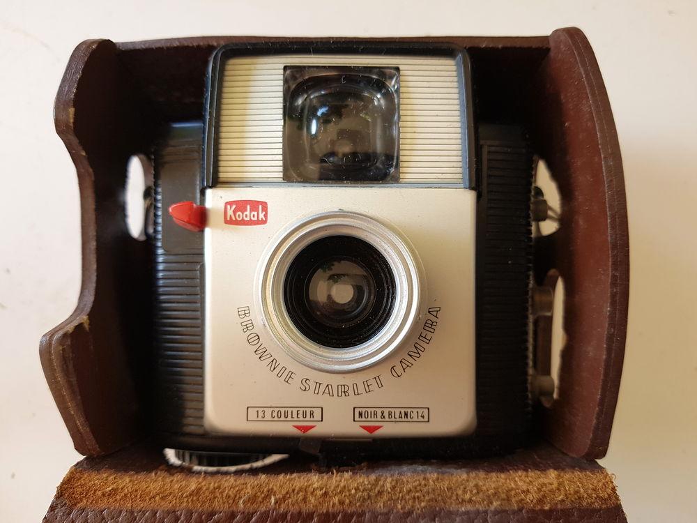 PHOTO: Kodak Brownie Scarlet Caméra 15 Genay (69)