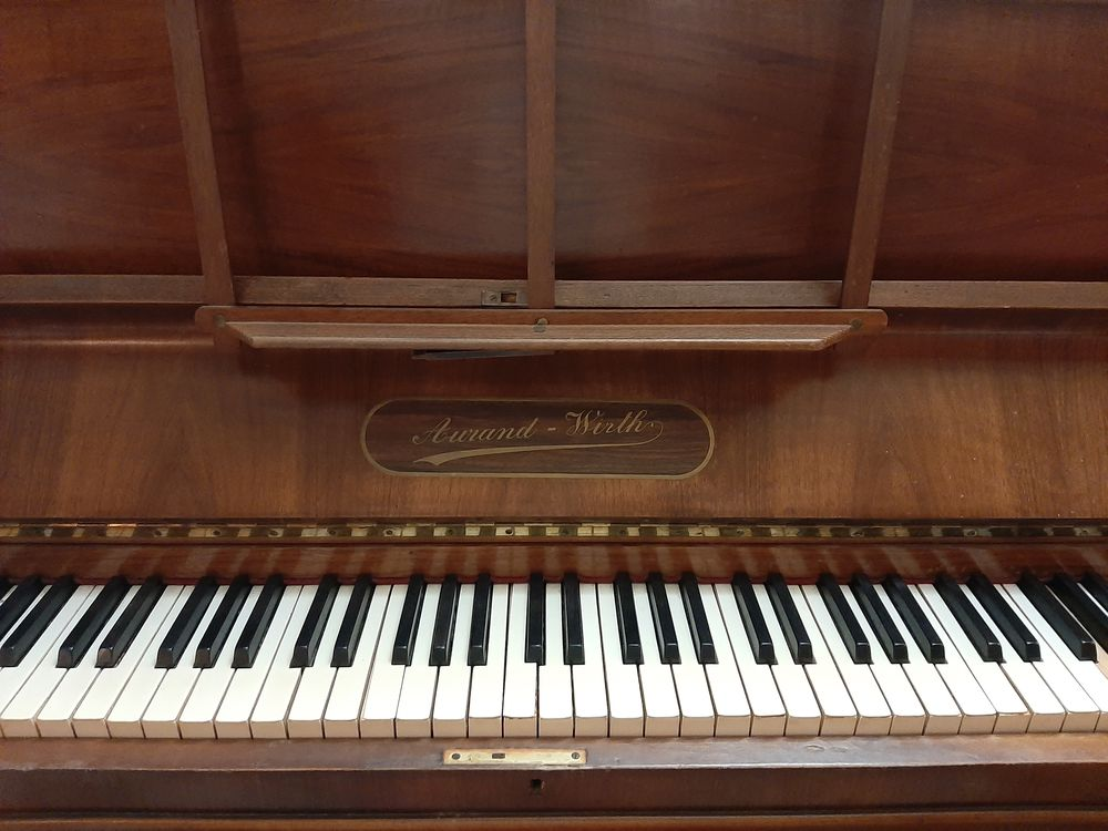 DON piano droit de 1930 0 Voiron (38)
