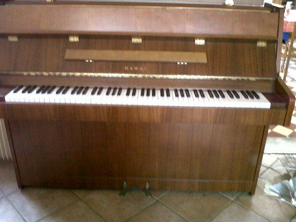 achetez piano droit occasion annonce vente vreux 27. Black Bedroom Furniture Sets. Home Design Ideas
