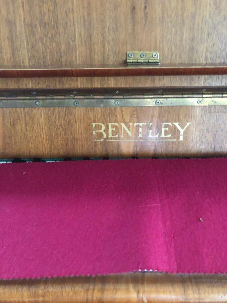 Piano droit Bentley Instruments de musique