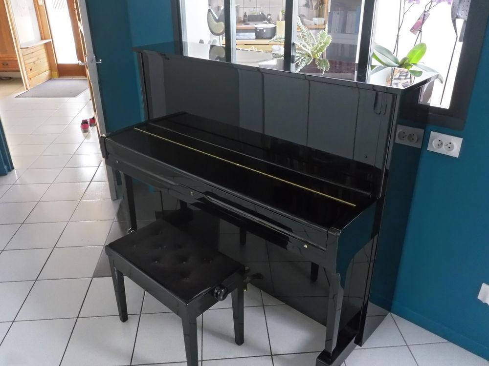 piano droit Classic 118 ROYAL 1500 Villiers-le-Bâcle (91)