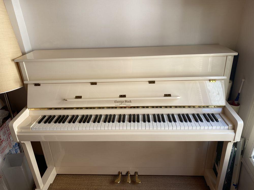 Piano droit d'étude - Blanc 0 Paris 13 (75)