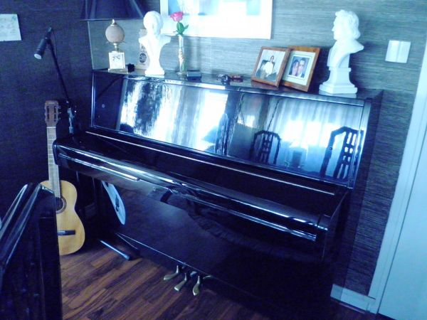 Piano droit d'études 1200 Fresnes (94)
