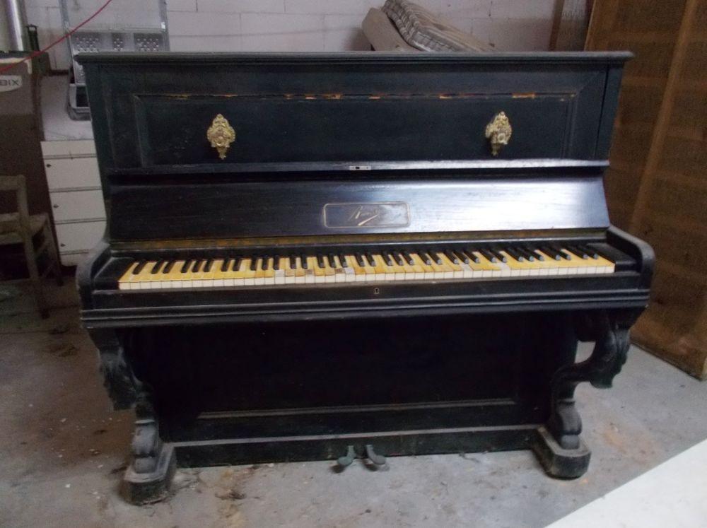 piano droit qui fonctionne à restaurer 150 Monflanquin (47)