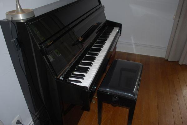 Piano droit laqué noir 1100 Rillé (37)