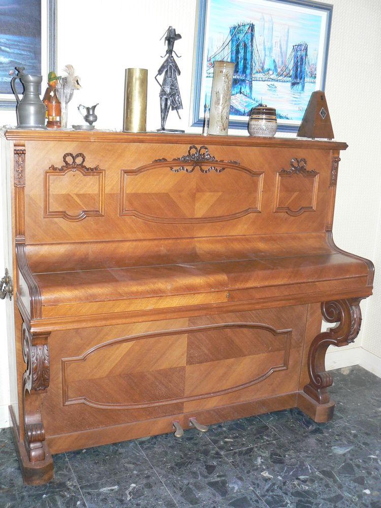 Piano droit de marque Guillot médailles d'or Paris Instruments de musique