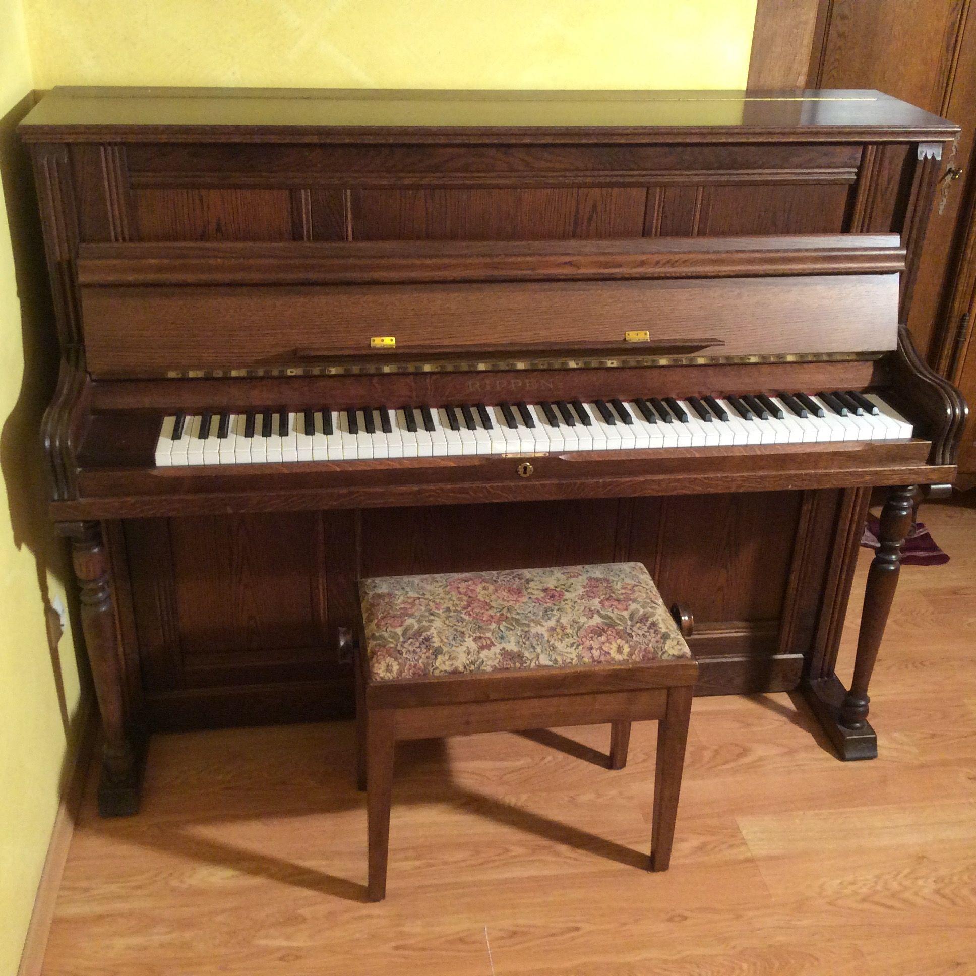 pianos occasion annonces achat et vente de pianos paruvendu mondebarras page 96. Black Bedroom Furniture Sets. Home Design Ideas