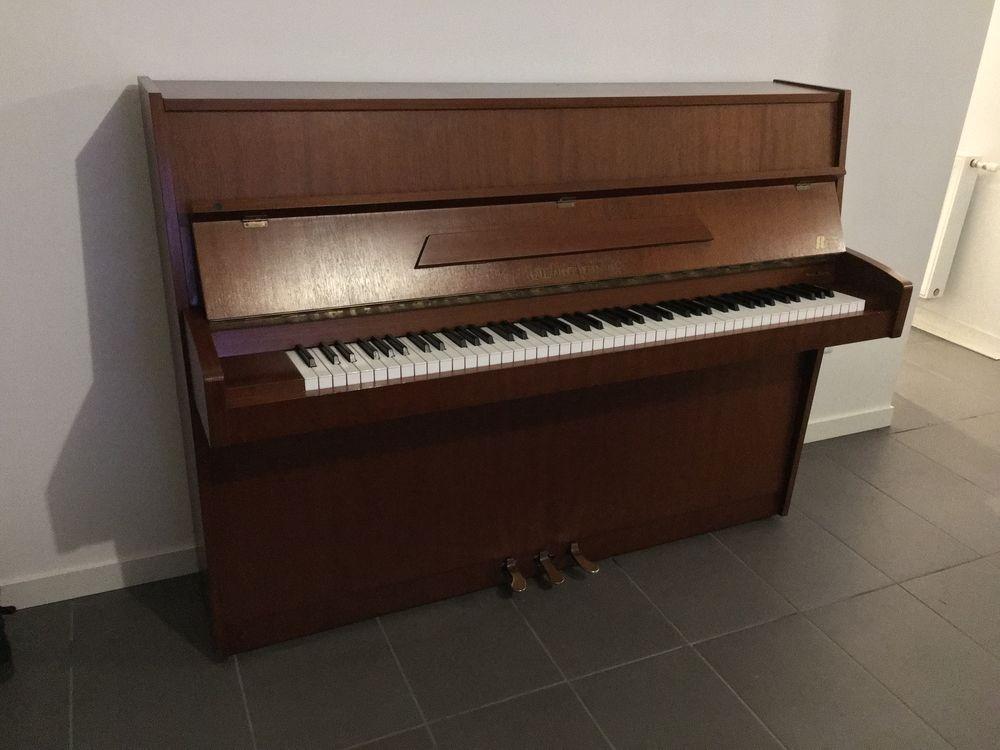 Piano droit + transport offert  600 Paris 1 (75)
