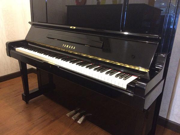 achetez piano droit yamaha occasion annonce vente. Black Bedroom Furniture Sets. Home Design Ideas