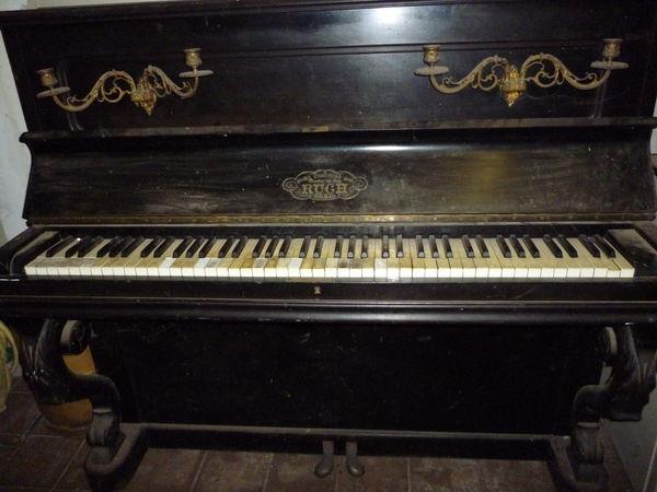 Piano droit Instruments de musique