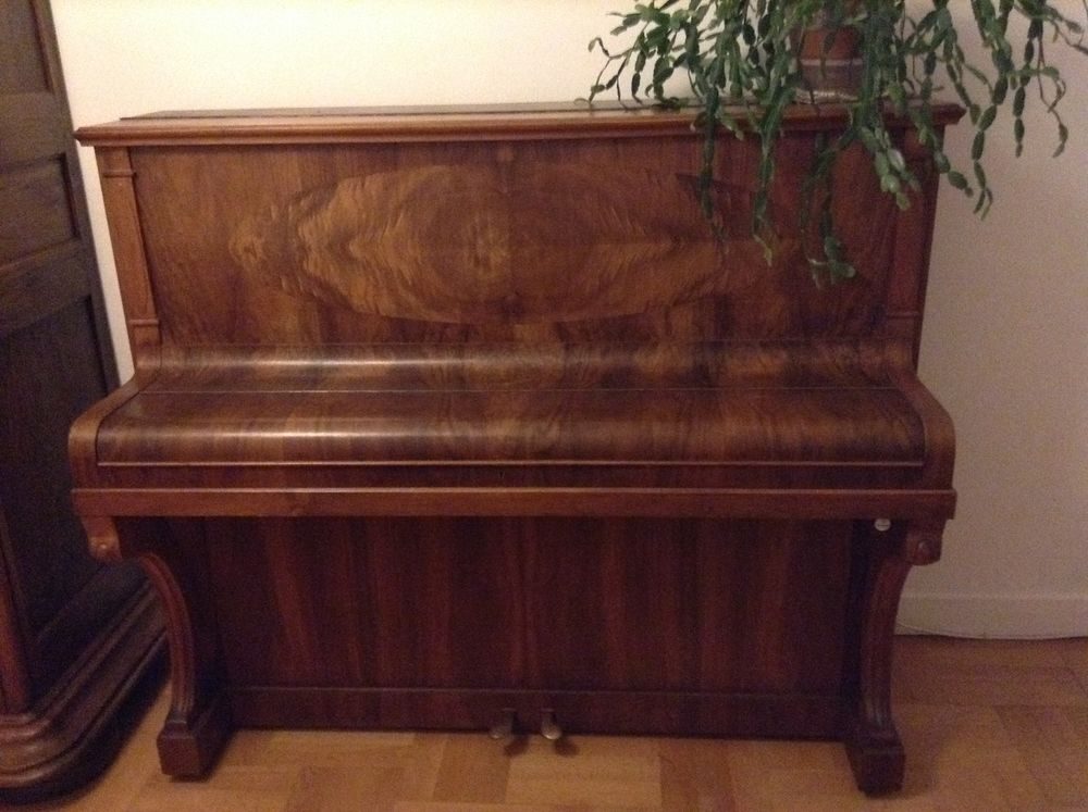 Piano droit 250 Nice (06)