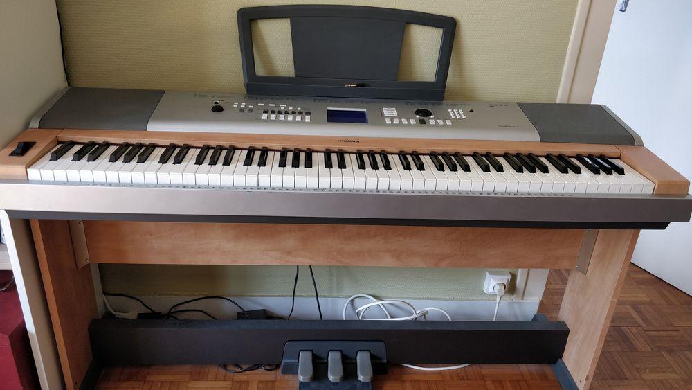 Piano électrique Yamaha Portable Grand DGX-630 avec pédales 400 Nantes (44)
