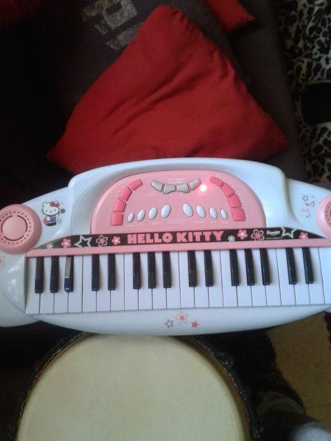 piano hello kitty 10 Nissan-lez-Enserune (34)