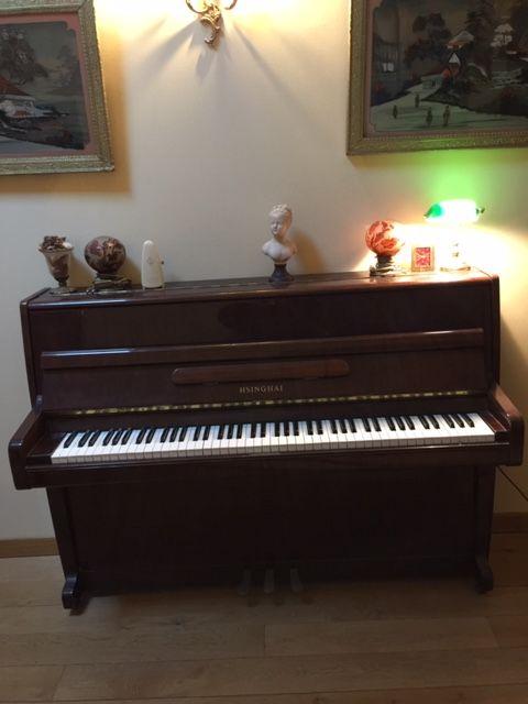 PIANO HSINGHAI QUASI NEUF A ENLEVER A L ADRESSE 350 L Estaque (13)