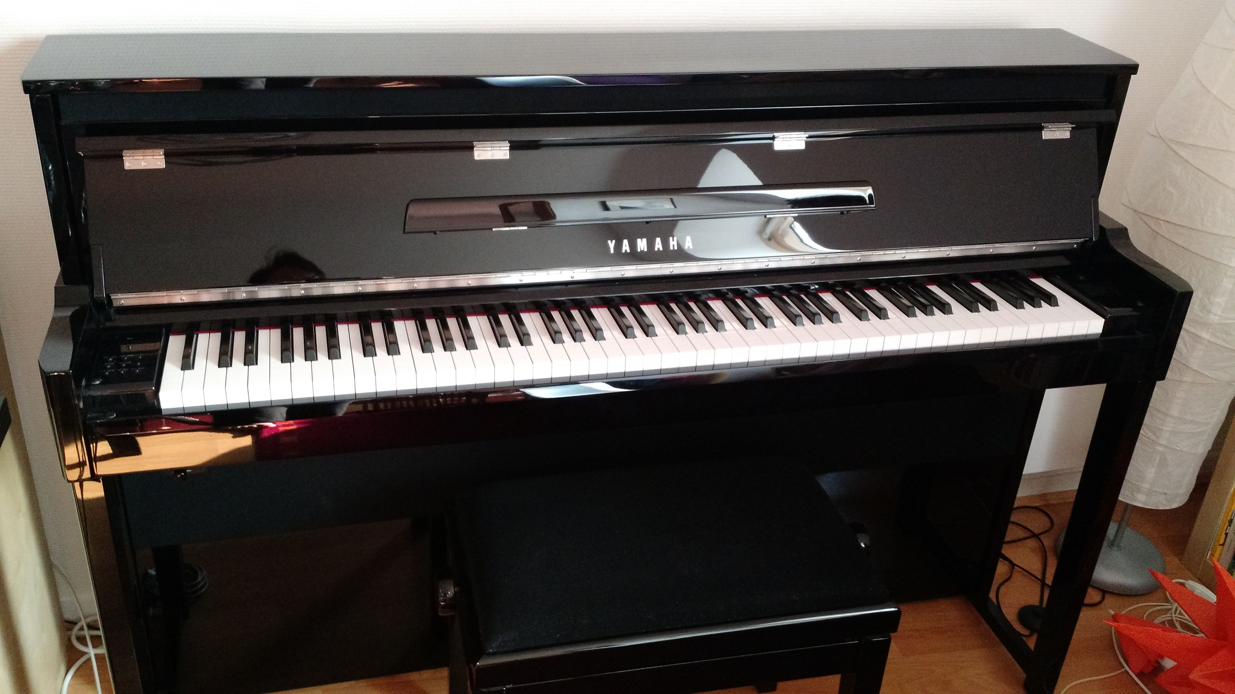 pianos occasion annonces achat et vente de pianos paruvendu mondebarras page 145. Black Bedroom Furniture Sets. Home Design Ideas