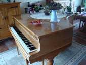 Piano à queue en noyer. 0 Belgique