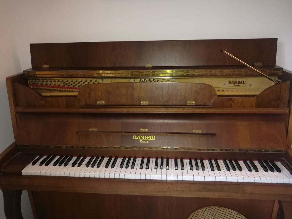 Piano Rameau très bon état 999 Levens (06)