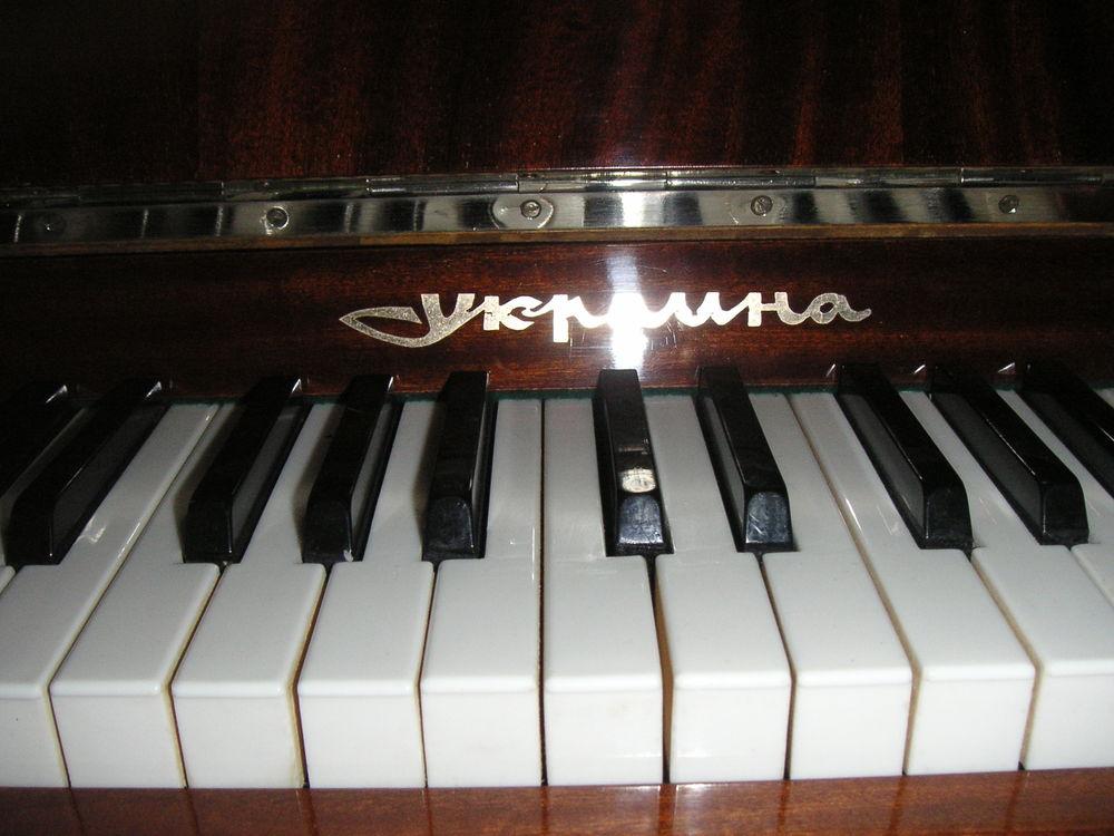 PIANO RAZNO  800 Marly-la-Ville (95)