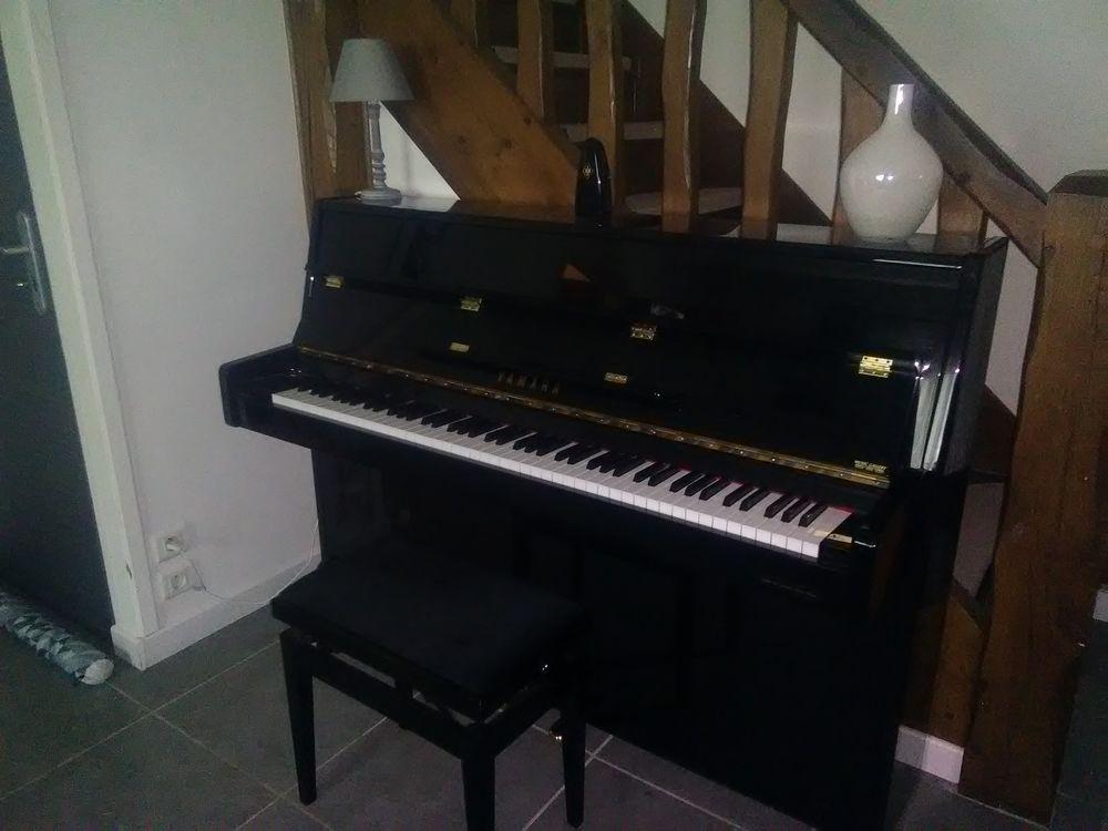 Piano YAMAHA C110 droit noir laqué + banquette 1500 Pacy-sur-Eure (27)