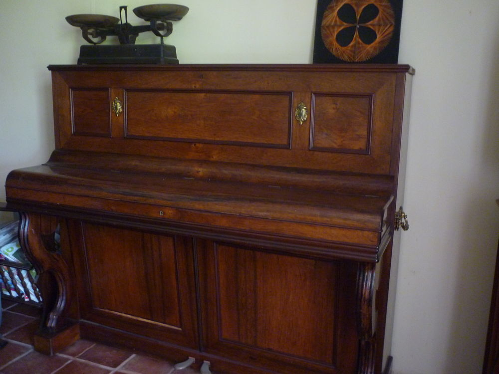 Piano  250 Nivillac (56)
