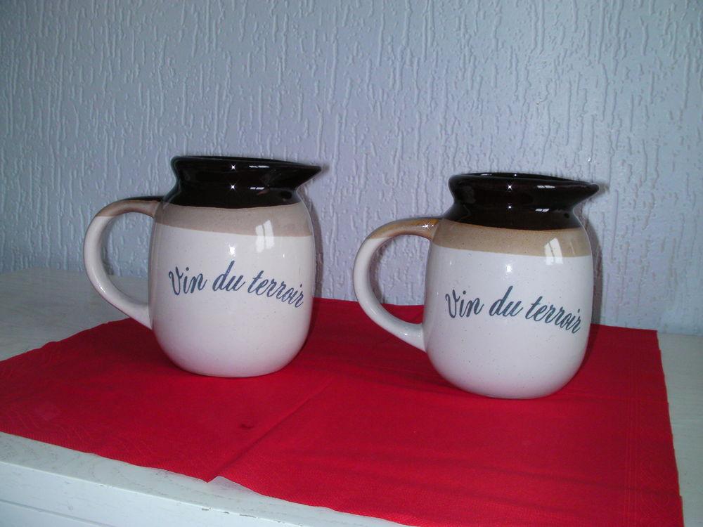 2 PICHETS à vin  VIN DU TERROIR  3 Saint-Etienne (42)