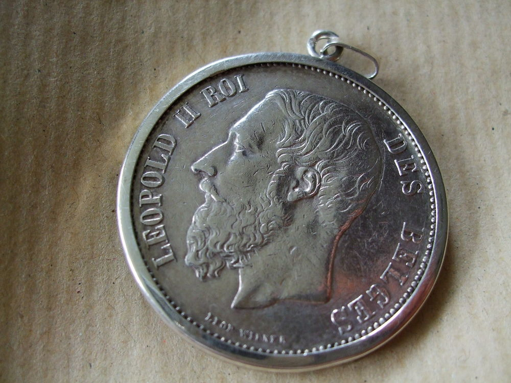 Pièce argent montée en pendentif 50 Arras (62)