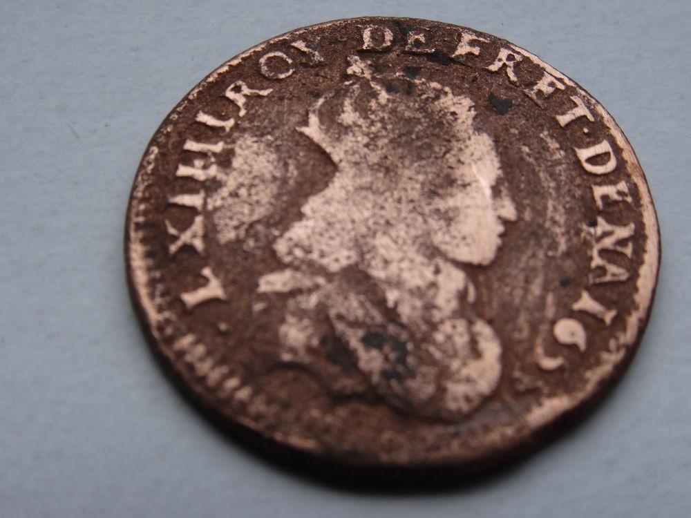 une pièce de monnaie liard de France 12 Merville (59)