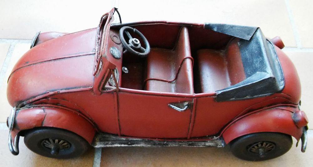 Pièce Unique Coccinelle  VOLKSWAGEN Cabriolet métal rouge  49 La Rochelle (17)