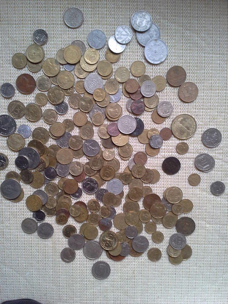 226 pieces de monnaies,de France Grece, Italie,Maroc etc... 70 Nogent (52)