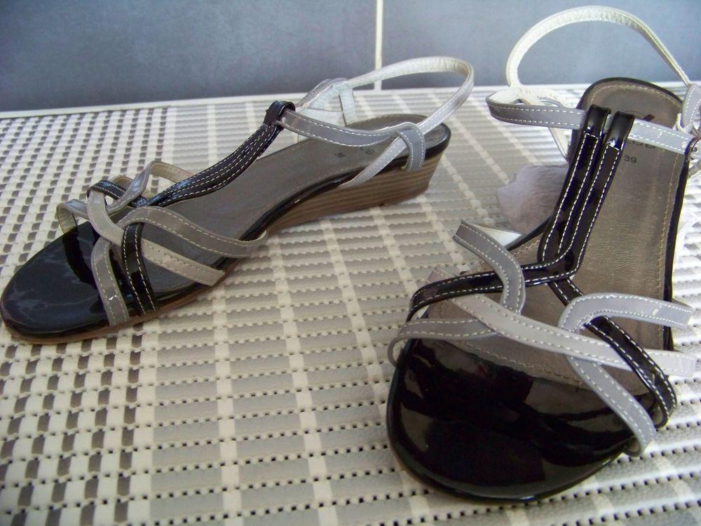 Nu-pieds femme gris/noir vernis  Pointure 39 9 Saint-Jean-de-Thouars (79)